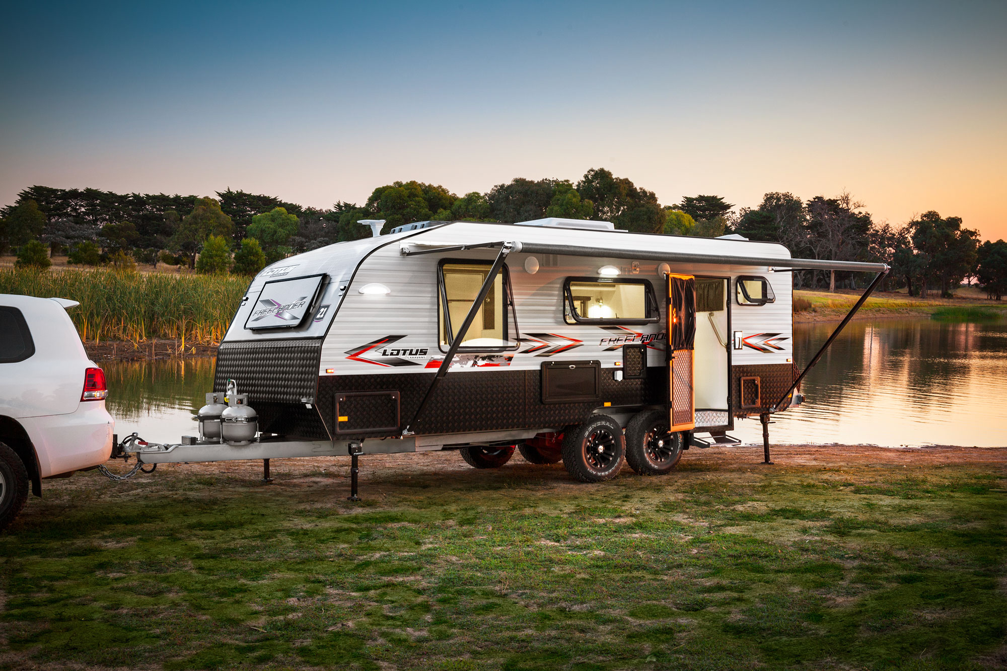 Awesome This Ones For Those Bitten By The Travel Bug But Still Prefer To Stay On The Roads China Auto Manufacturers CAM Has Officially Launched The CAM Caravan Here In Malaysia With A Price Tag Of RM206,890 Ontheroad Inclusive Of